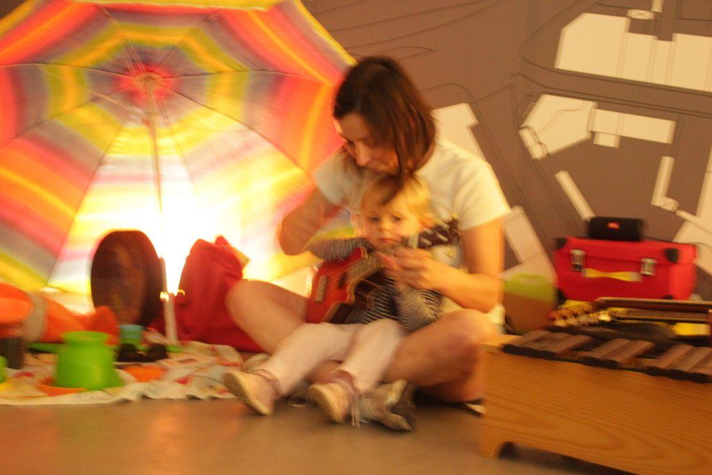 Recordamos a última sessão de música para bebés e crianças